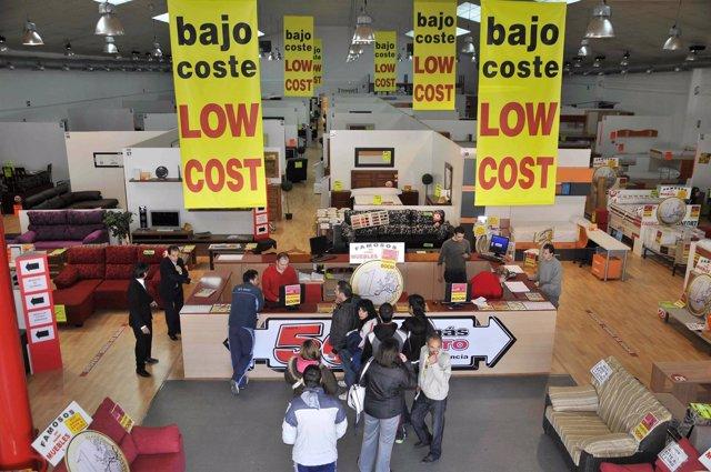 La firma espa ola 39 low cost 39 muebles boom entra en el for Muebles low cost madrid