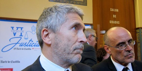 2. Grande-Marlaska aboga por medidas legislativas en la UE para combatir en las redes sociales los discursos de odio