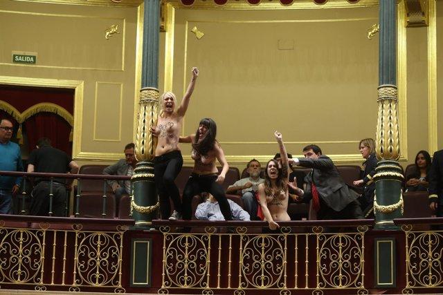 Activistas de Femen reivindican el derecho al aborto en el Congreso