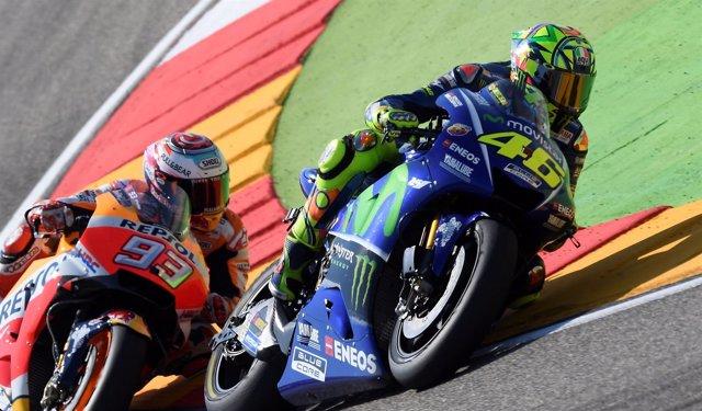 Valentino Rossi (Movistar Yamaha MotoGP) y Marc Márquez (Repsol Honda Team)