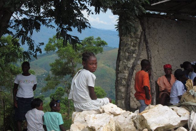 Niña en una zona rural de Haití