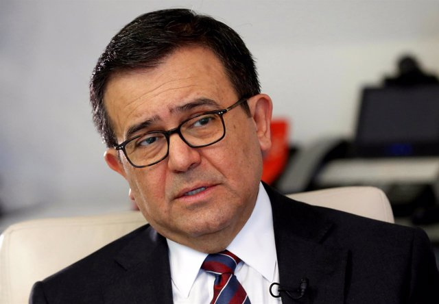 FILE PHOTO: Mexican Economy Minister Ildefonso Guajardo speaks during an intervi