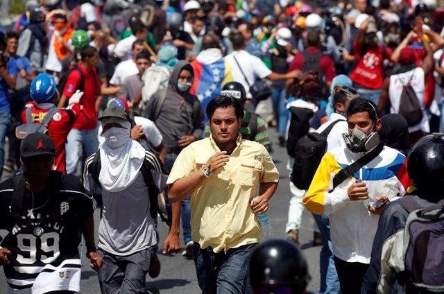 Carlos Paparoni (C), durante una manifestación contra el Gobierno de Maduro