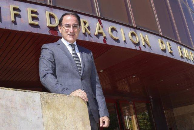 El presidente de la CEA, Javier González de Lara