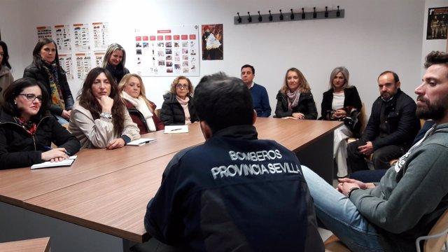 Loles López y otros miembros del PP durante la visita