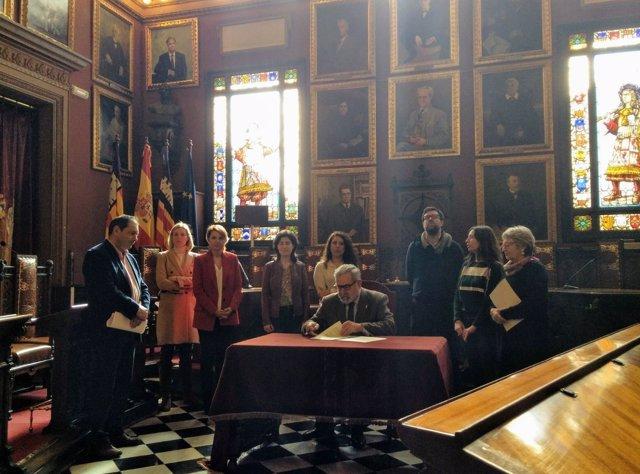 Firma del acuerdo para desaloja Son Banya