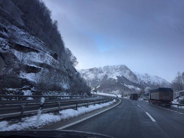 Un frente frío barrerá la Península y Baleares este fin de semana