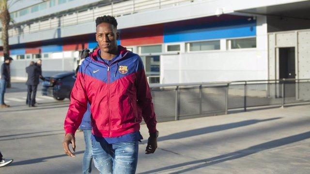 Yerry Mina a su llegada a Barcelona