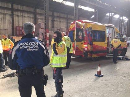 Herido grave un trabajador de 66 al caer desde el tejado de una nave en Vicálvaro