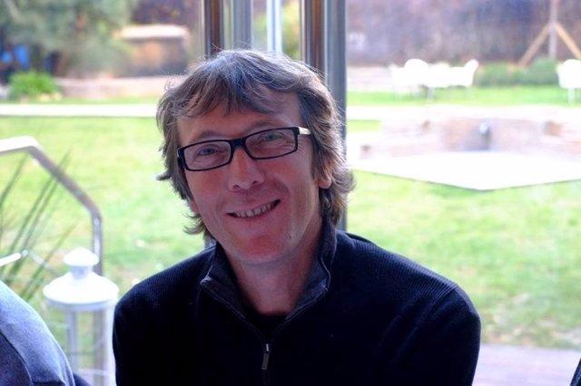 El poeta valenciano José Iniesta