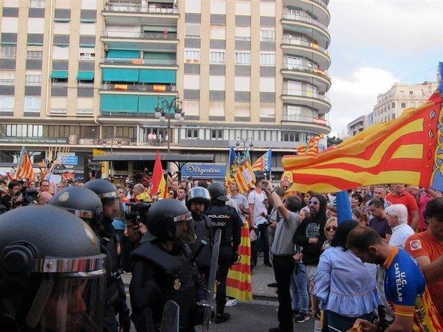Incidents en la manifestació del 9 d'Octubre