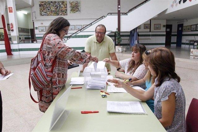 Votació en un centre sobre la jornada contínua