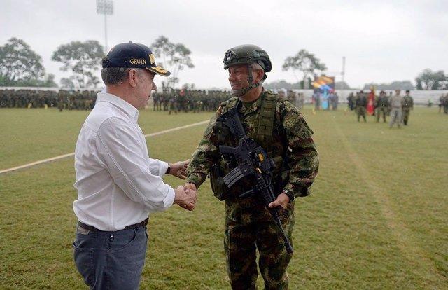 Juan Manuel Santos y militar