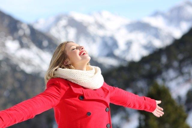 Sonrisa. Feliz, respirando, invierno, montaña