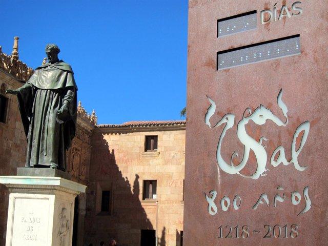 Salamanca.- Monolito que recuerda la proximidad del VIII Centenario en la Usal