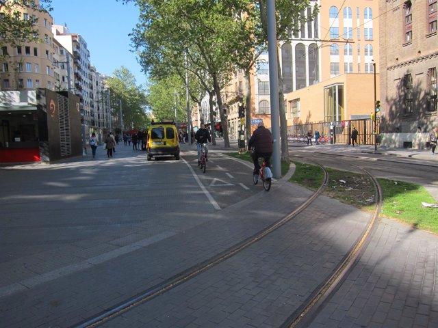 Ciclistas en Gran Vía carril bici