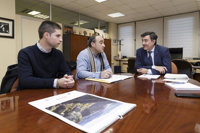 Reunión Francisco Fernández Mañanes y el alcalde de Rasines