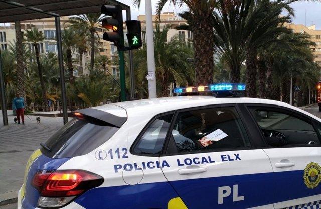 Imagen de un coche de Policía de Elche