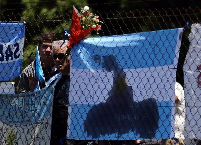 Banderas en apoyo a la tripulación del submarino argentino 'ARA San Juan'
