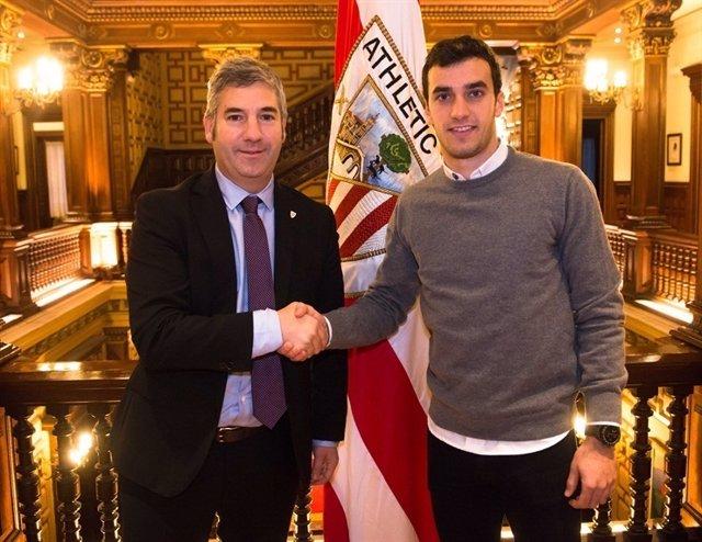 Iñigo Lekue renueva con el Athletic