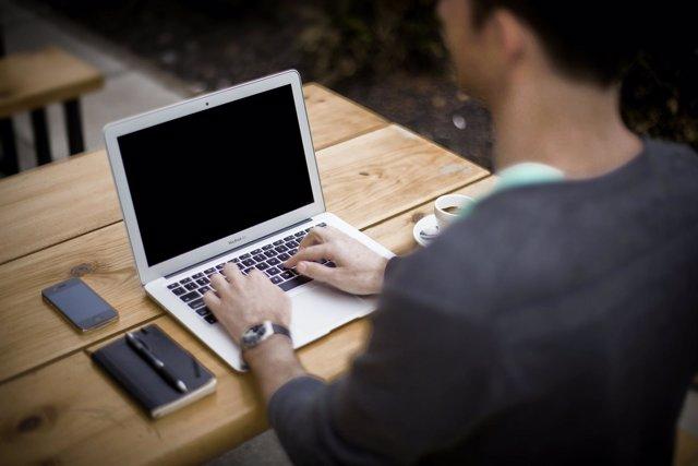 Recurso ordenador mac portátil trabajo teléfono smartphone escritorio hombre