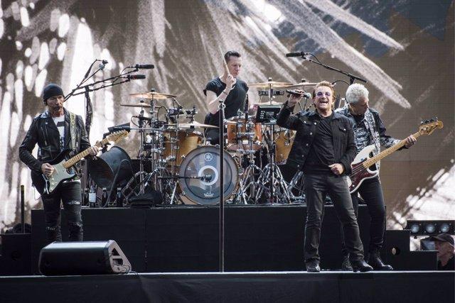 The Edge, Larry Mullen Jr Bono and Adam Clayton of U2 perform Joshua Tree live o