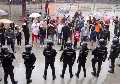 El TC deixa en suspens la comissió de la Generalitat per denunciar l'actuació policial l'1-O (Europa Press)
