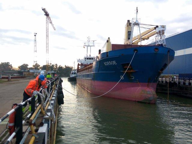 Llegada de nuevo barco a los astilleros de Sevilla
