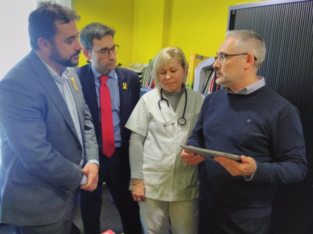 F.Iglesies y D.Elvira con una enfermera y un responsable del aplicativo