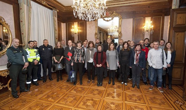 Integrantes de la Comisión de Protección Civil reunida hoy en el Palacio Foral.