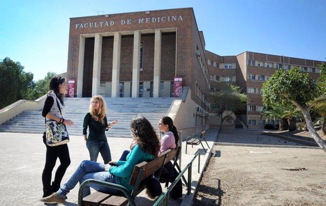 Alumnos, en la Facultad de Medicina de la UMU