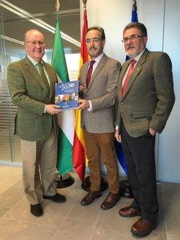 Consejero de Fomento y Vivienda, Felipe López, con los ingenieros industriales
