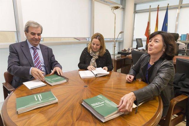 De la Sierra con representantes Asociación de la Prensa de Cantabria