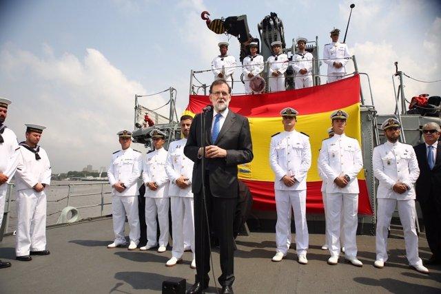 Rajoy visita a los militares españoles desplegados en el Golfo de Guinea