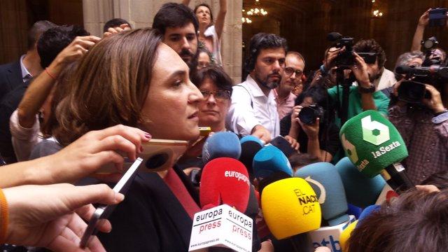 Ada Colau en declaraciones a los medios en Barcelona