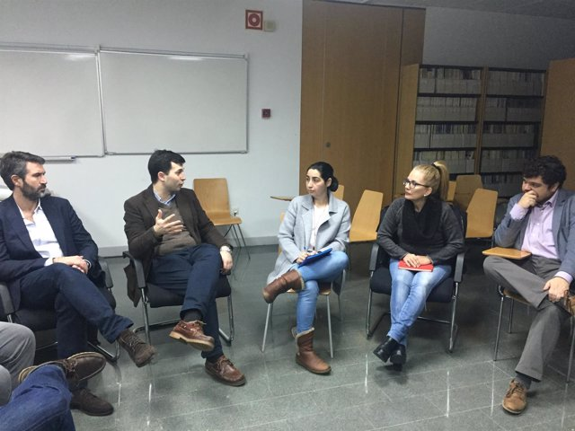 Gonzalo Caballero se reune con personal del hospital do Salnés