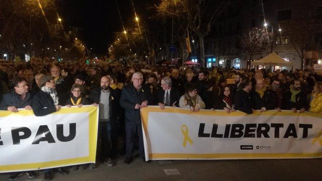 Cabecera manifestación ANC y Òmnium