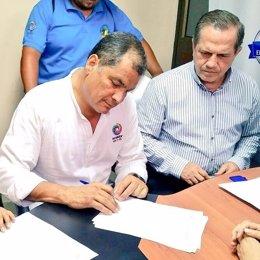 Rafael Correa firma su salida de Alianza PAIS