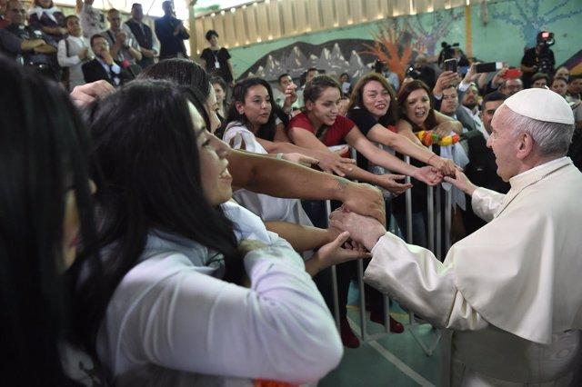 El Papa visita una cárcel femenina en Chile