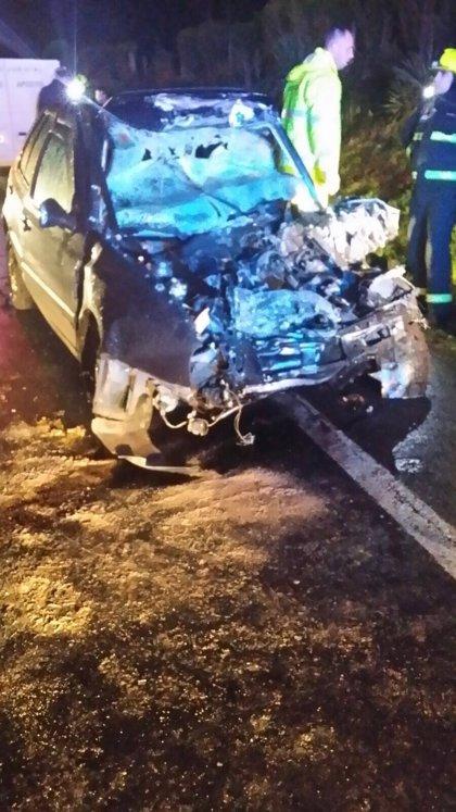 Muere el conductor de un turismo tras chocar con un camión en Oza-Cesuras (A Coruña)