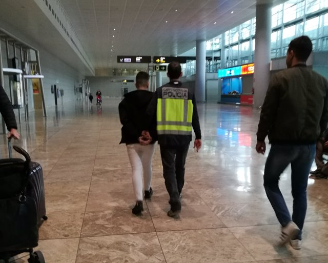 Detingut el sospitós d'atracar un saló de jocs a Benidorm