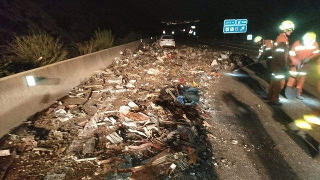 Accident en l'A7 entre un turisme i dos camions