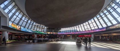 Intu Asturias estrena la primera pantalla circular sensorial de Europa