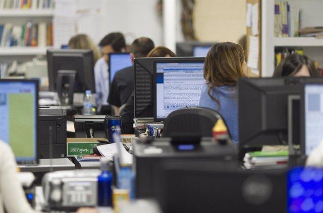 Oficina, ordenadores, trabajo, trabajando, empleo, desempleo, paro, trabajador