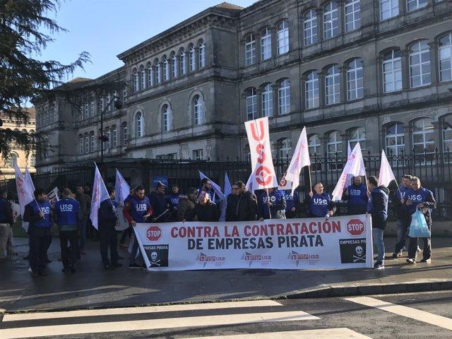 Trabajadores de la seguridad privada se concentran ante la Xunta