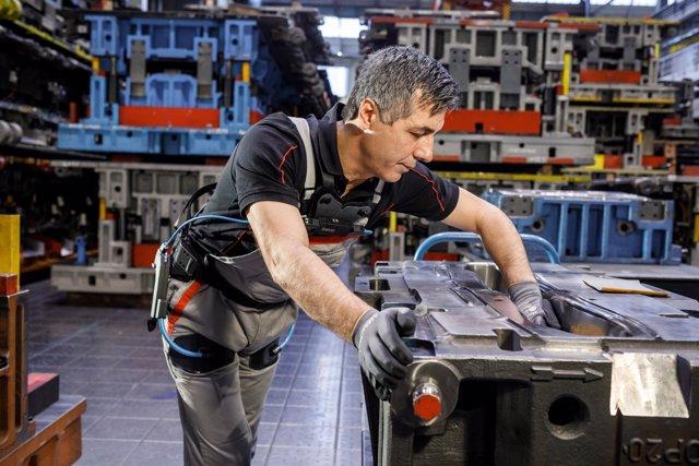 Audi prueba su exoesqueleto en Alemania