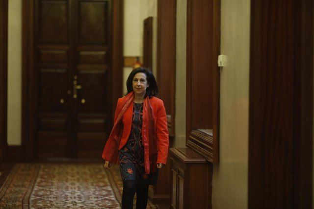 Margarita Robles en los pasillos del Congreso