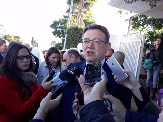 Ximo Puig atiende a los medios en imagen de archivo