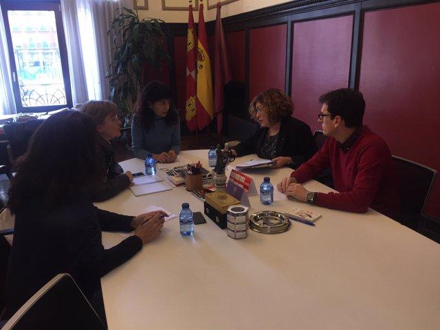 Reunión entre los grupos municipales de PSOE, SíVA y VTLP