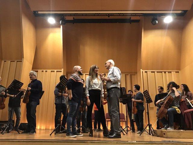 Joan Hernández, Aina Clotet y Gerard Claret con la Orquestra d'Andorra
